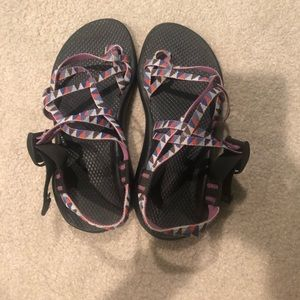 Double strap with toe loop chacos